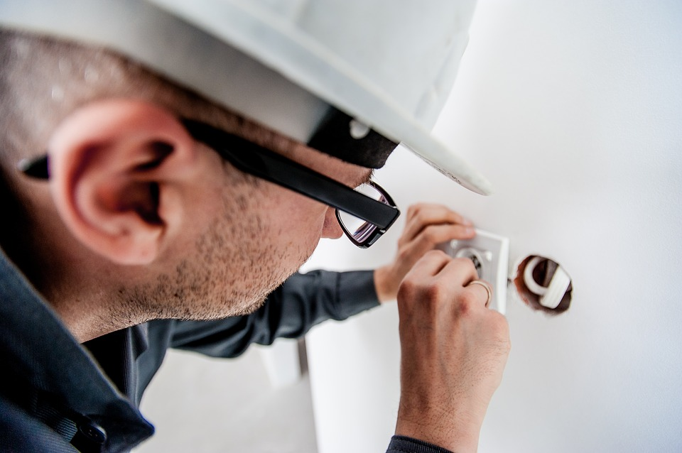 electricians plumbers builders and other contractors can do your induction online and be fully compliant before doing their work